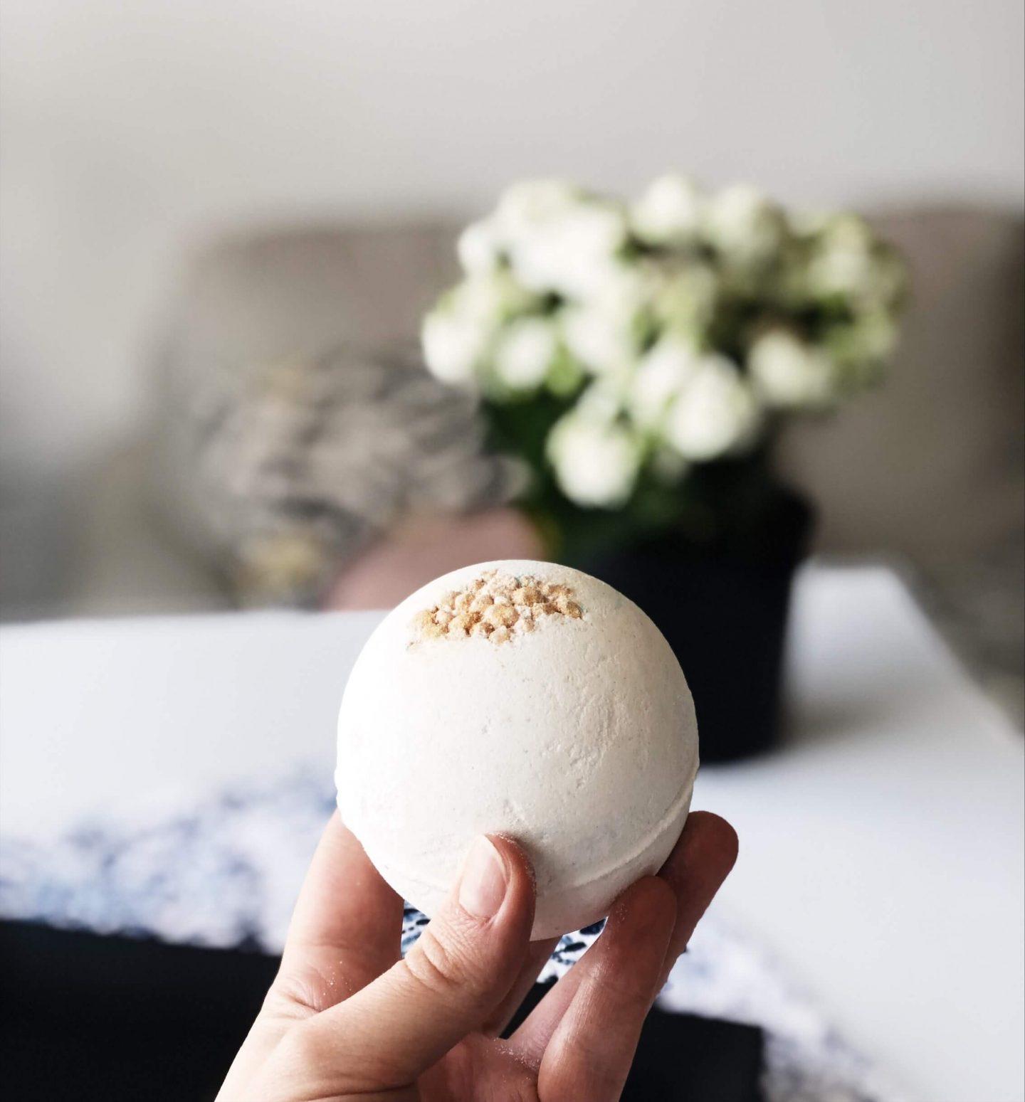 Lush bath bomb perle de sel topknotch